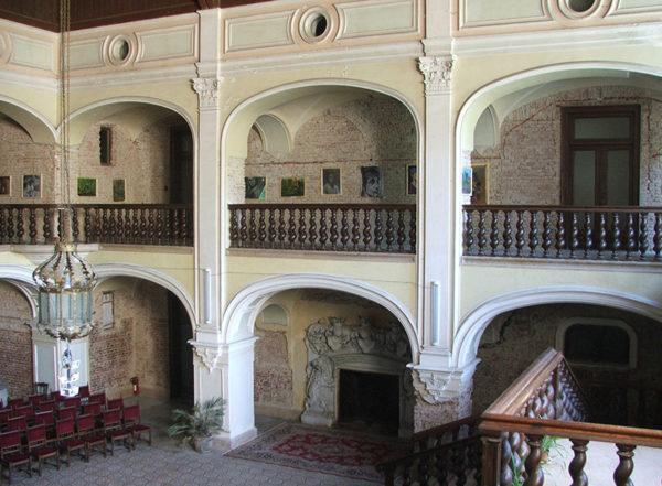 Nagykároly: Károlyi kastély, aula